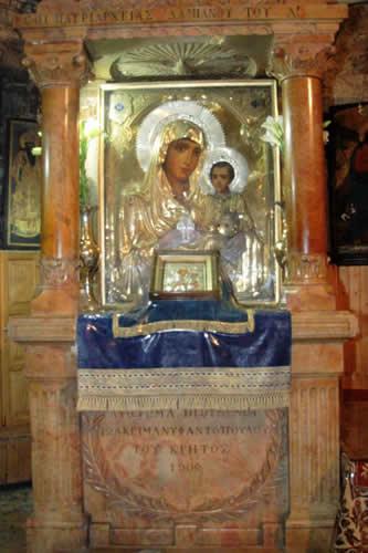Blízkosti sa nachádza kostol panny márie uctievaný ako máriin